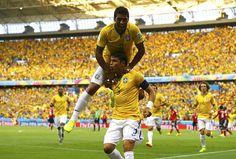 Festejos do golo da selecção do Brasil no estádio Castelão, em Fortaleza REUTERSMARCELO DEL POZO