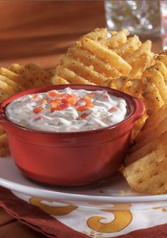 This Caramelized Onion & Roasted Red Pepper Ranch Dip is too delicious with Alexia Seasoned Waffle Cut Fries! #AlexiaHolidays