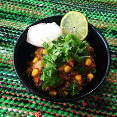 Yhden pannun kvinoapaistos on niitä kasvisruokia, jotka jäävät pysyvästi reseptikiertoon yhden kokeilukerran jälkeen.