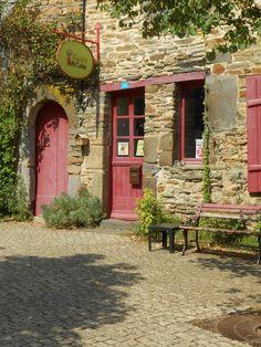 vitrine la Gacilly. Morbihan.  Brittany