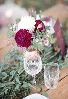 Bohemian wedding inspiration in berry colors and Marsala - H .- Bohemian-Hochzeitsinpiration in Beerenfarben und Marsala – Hochzeitswahn – Sei inspiriert Bohemian wedding inspiration in berry colors and Marsala - Trendy Wedding, Boho Wedding, Wedding Ceremony, Wedding Flowers, Dream Wedding, Purple Wedding, Wedding Tables, Diy Centerpieces, Diy Wedding Decorations
