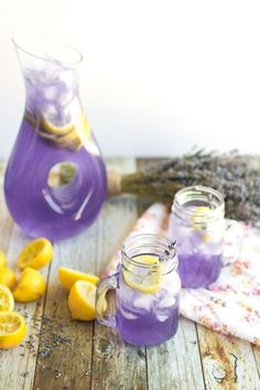 Sparkling Lavender Lemonade Sparkling Lavender Lemonade that I had at a wedding. It looked and tasted so refreshing that we are making this for our SF Wedding Picnic - Fresh Drinks Refreshing Drinks, Fun Drinks, Yummy Drinks, Healthy Drinks, Beverages, Picnic Drinks, Picnic Foods, Cold Drinks, Healthy Food