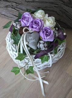 Beautiful and subtle memorial decorations that you can create from mere . Arrangements Funéraires, Unique Flower Arrangements, Elegant Flowers, Unique Flowers, Beautiful Flowers, Church Flowers, Funeral Flowers, Flowers For You, Fake Flowers
