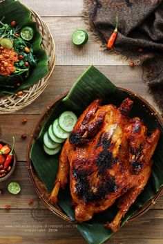Indonesian Food Indonesian cuisine is one of the most vibrant and colourful cuisines in the world, full of intense flavour. Malay Food, Indonesian Cuisine, Food Photography Tips, Asian Recipes, Ethnic Recipes, Pork Hock, Food Menu, Food Plating, Food Design