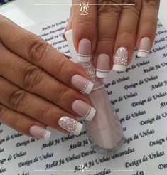 20 Modelos de unhas fancesinhas com flor; Perfect Nails, Gorgeous Nails, Pretty Nails, Elegant Nail Designs, Nail Art Designs, Gold Glitter Nails, French Nail Art, Luxury Nails, Creative Nails