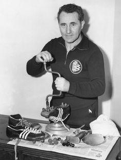 Νοέμβριος του 1954 και ο Adolf Dassler, Γερμανός τσαγκάρης από την Βαυαρία γνωστός και με το παρατσούκλι Adi, βιδώνει τάπες στα ποδοσφαιρικά παπούτσια των παικτών της Δυτικής Γερμανίας εν όψει ενός φιλικού με την Αγγλία στο Γουέμπλει. Λίγους μήνες πριν, ...