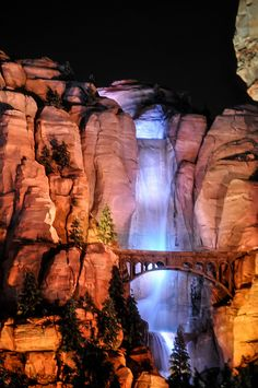 The stunning Cars Land waterfall. Disney really out-did themselves, recreating that moment from the film.