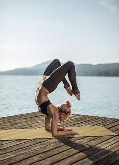 Want to learn yoga to relieve headache? Yoga can provide more than just physical fitness. Yoga Inspiration, Instagram Inspiration, Fitness Inspiration, Yoga Flow, Yoga Meditation, Yoga Fitness, Workout Fitness, Video Fitness, Partner Yoga