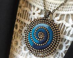 Tutorial for making a felt and zipper heart brooch PDF Diy Zipper Crafts, Crochet Prayer Shawls, Jewelry Crafts, Handmade Jewelry, Zipper Flowers, Reborn Dolls, Reborn Babies, Baby Dolls, Zipper Jewelry