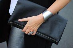 a great black clutch Foldover Clutch, Leather Clutch, Envelope Clutch, Clutch Bags, Fashion Bags, Fashion Accessories, Womens Fashion, Ladies Accessories, Fashion Purses