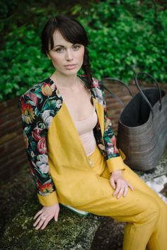 Fashion Shooting, Lookbook for Patricia Vincent, Photos by Claire Morgan, sidebraid, natural Makeup, yellow Outfit, Blazer, Makeup by me Carina Bauer-Unzeitig @feengleich