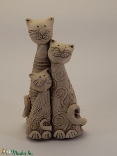 hu - A cica család kb. Pottery Animals, Ceramic Animals, Clay Animals, Pottery Sculpture, Sculpture Clay, Pottery Art, Clay Cats, Kids Clay, Hand Built Pottery