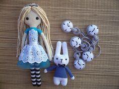 Alicia + Conejo blanco https://www.facebook.com/MiGusAmigurumis