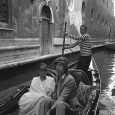 Wycieczka gondolą z Biancą Bianca Jagger, Mick Jagger, Marcello Mastroianni, Catherine Deneuve, Vintage Photographs, Vintage Photos, Oscar Wilde, Brigitte Bardot, Venice Italy