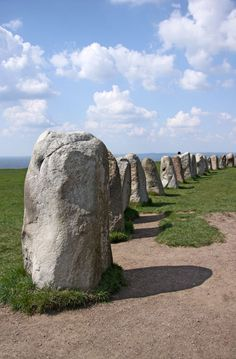 Ale stenar, Skåne, Sweden A megalithic monument that is made up of 59 boulders making what looks like the outline of a ship. Cairns, Kingdom Of Sweden, Sweden Travel, Scandinavian Countries, Statues, Places To See, Norway, Scenery, Nature