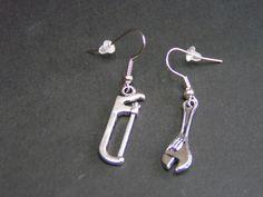 boucles d'oreilles  outils scie et clé en métal de Jewelry fimo sur DaWanda.com