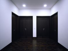 Severely symmetrical entrance hall. The Haus auf der Hostert by Uwe Schroeder.