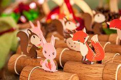 O primeiro ano da Catarina foi comemorado com uma festinha linda decorada com o tema Bosque Encantado. Peças da Pop Mobile deram charme ao decor Fairy Birthday Party, Winter Birthday, Enchanted Forest Party, Fox Party, Fox Crafts, Food Art For Kids, Camping Parties, Woodland Party, Party Time