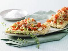 Der extrem leichte Abendsnack verbreitet mediterranen Duft! Gratinierte Paprikabrote - mit Frühlingszwiebeln - smarter - Kalorien: 99 Kcal - Zeit: 15 Min. | eatsmarter.de
