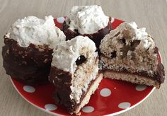 Kokosovo-ořechové úlky | NejRecept.cz Poppy Cake, Czech Recipes, Rum, Muffin, Goodies, Cooking Recipes, Sweets, Baking, Breakfast