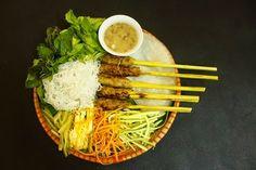 """Thưởng thức nem lụi Đà Nẵng ăn là """"nghiền"""" - Vé máy bay Du lịch  http://vemaybaydulich.org/thuong-thuc-nem-lui-da-nang-la-nghien/"""
