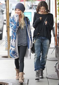 Really loving this outfit Ashley Tisdale is sporting so cute and casual looks soo comfy Look Fashion, Fashion Outfits, Womens Fashion, Fashion Trends, Looks Style, Looks Cool, Fall Winter Outfits, Autumn Winter Fashion, Mode Jeans