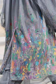 Louis Vuitton Spring 2020 Menswear Fashion Show Details: See detail photos for Louis Vuitton Spring 2020 Menswear collection. Look 81 Fashion 2020, Fashion Brand, Runway Fashion, Fashion Show, Mens Fashion, Parsons School Of Design, Louis Vuitton Dress, Louis Vuitton Handbags, Lv Handbags