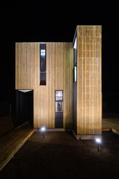 Alejandro Soffia, Gabriel Rudolphy — SIP Panel House — Image 10 of 16 - Europaconcorsi Timber Cladding, Exterior Cladding, Modern Exterior, Exterior Design, Sip House, Sips Panels, Architecture 101, Structural Insulated Panels, House On Stilts