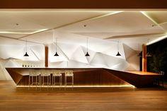 Studio Otto Felix 為巴西 Nosotros Bar 打造三維雕塑牆面設計