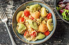 Pasta-pesto in tonijnsaus met cherrytomaten en mesclun