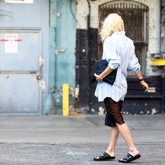 Camicia Equipment, gonna Noe Undergarments, flats Givenchy, borsa vintage, occhiali da sole Céline #emmetrend #fashionblogger #streetchic #streetstyle #celine #sunglasses #hannag #vintage #flats #givenchy #shirt #equipment #fashion #moda