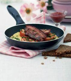 Gammeldags æggekage med håndskåret bacon | Magasinet Mad!