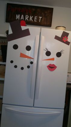 Interesting Snowman Winter Decoration For Your Lovely Children 26 Snowman Christmas Decorations, Easy Christmas Crafts, Snowman Crafts, Christmas Snowman, Christmas Holidays, Refrigerator Decoration, Fridge Decor, Refrigerator Magnets, Potpourri Recipes