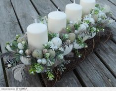 Stroik wielkanocny na Stylowi.pl Wedding Decorations, Christmas Decorations, Easter Flowers, Diy Ostern, Deco Table, Deco Mesh Wreaths, Easter Crafts, Pillar Candles, Diy And Crafts