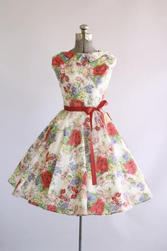 Vintage 1950s Dress / 50s Party Dress / Gorgeous Realistic Rose Print Dress w/ Collar XS