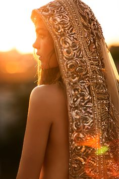 Photography by Jose Villa Moroccan Boho Chic: Wedding Inspiration & Ideas Boho Chic, Hippy Chic, Chic Chic, Bohemian Style, Coco Chanel Moda, Chic Wedding, Wedding Styles, Wedding Veil, Bride Veil
