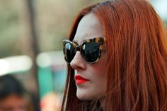 tortoise cat eye sunnies, orange lips