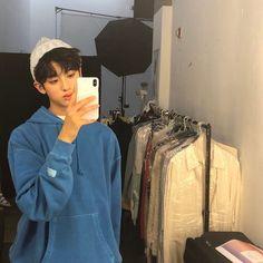 김민규 / KIM MIN KYUさんはInstagramを利用しています:「제가 첫 광고를 찍게 되었습니다!! 지금은 바닐라코 촬영중~~ 마니마니 기대해주세요!! #첫광고 #바닐라코 #클린잇제로 #김민규 #젤리피쉬 #설렘」 Kim Min Gyu, Ulzzang Kids, Korea Boy, Boy Idols, Kpop Couples, Korean Fashion Men, Cute Korean Boys, Boys Over Flowers, Mingyu