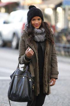 Hoe combineer je een winterjas? Iedere winter zit ik weer met hetzelfde: hoe style je eigenlijk een winterjas? Ik heb sowieso al een ontzettend hekel aan de winter: het is koud, het is donker en je moet een hoop dikke kleding aan om een béétje warm te blijven. En het gevoel dat ik rondloop in…
