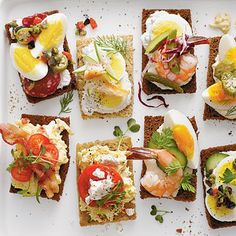 Southern-Style Smørrebrød, sparked by the leisurely pleasures of the cocktail-and-canapé Mad Men era, smørrebrød (Danish open-faced sandwiches) are the latest craze. Best Party Appetizers, Finger Food Appetizers, Easy Appetizer Recipes, Finger Foods, Appetizer Ideas, Brunch, Cocktails And Canapes, Open Faced Sandwich, Mets