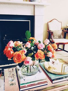 coffee table vignette, tablescape, fresh flowers, coffee table books stacked on … Coffee Table Vignettes, Coffee Table Styling, Coffee Table Books, Decorating Coffee Tables, Decoration Table, Home Decor Inspiration, Decor Ideas, Fresh Flowers, Bright Flowers