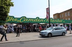 有名なCamden Lock Marketへの入り口です。「Rock」ではなく「Lock」です:ご注意!
