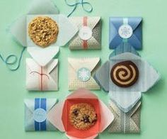 50 Ways to Package Holiday Cookies: Ideas & Inspiration for Wrapping Cookie Gifts - wax paper lined paper envelope packaging Cookie Packaging, Gift Packaging, Packaging Ideas, Packaging Design, Paper Packaging, Biscuits Packaging, Baking Packaging, Clever Packaging, Dessert Packaging