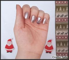 And that's it! Now it's time to show off Rudolph and your nails!