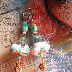 Boucles d'oreille pendantes aériennes camaieu de vert et d'orange pastel