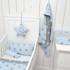 Baby's Only aankleedkussenhoes uit de ster-serie in baby blauw / licht grijs uit de online shop van Babyaccessoires.eu. Ook in allerlei andere kleuren verkrijgbaar.