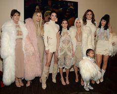 Família Kardashian-Jenner no desfile Yeezy Seanson 3