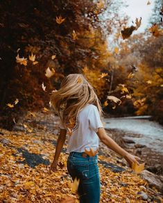 Every year is fall for pumpkins, bonfires, smores, autumn leaves and you. Autumn Photography, Girl Photography Poses, Creative Photography, Halloween Photography, Photography Aesthetic, Fall Senior Pictures, Cute Fall Pictures, Halloween Pictures, Photography Tricks