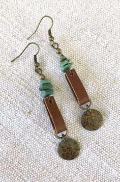 Leather jewelry diy Leather Loop Earrings with Turquoise Beads and Round Distressed Metal Bead, Turquoise Leather and Metal Earrings Wire Jewelry, Boho Jewelry, Jewelry Crafts, Beaded Jewelry, Jewelery, Handmade Jewelry, Jewelry Ideas, Fashion Jewelry, Jewelry Findings