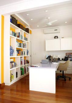 Home office decorado por Simone Collet.